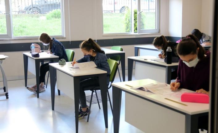 Sosyal Mesafeli Sarıyer Akademi Sınavları Başladı