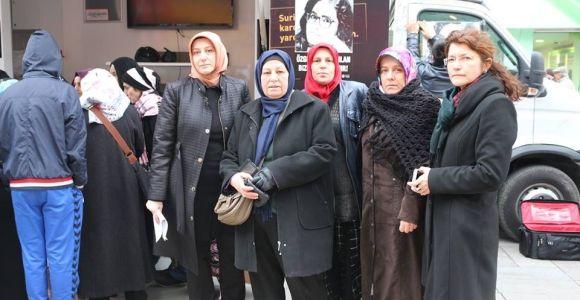 Ak Partili kadınlar Özgecan'a yapılanı unutmadı