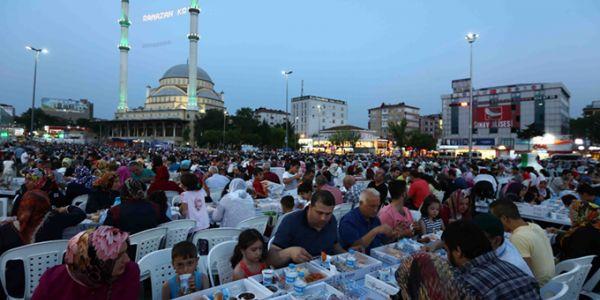 Bağcılar ailesi 7 bin kişilik iftar sofrasında buluştu
