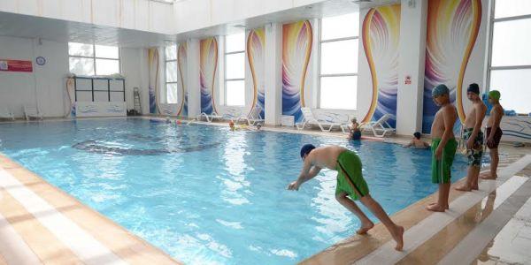 Bağcılar'da Yüzme Keyfi