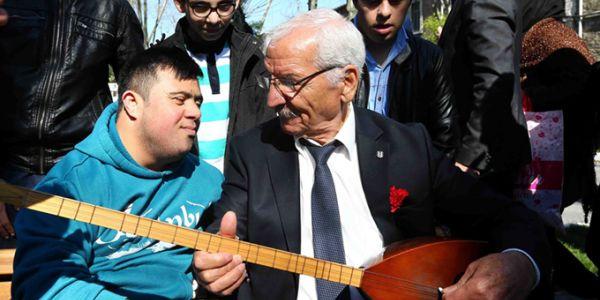 Bağcılarlı engelliler, Yaşlılar Haftası'nda Darülaceze'de kalan yaşlıları ziyaret etti