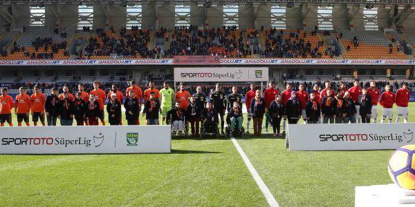 Bağcılarlı Engelliler, Yıldız Futbolcularla Serenomiye Çıktı