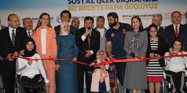 """Başbakan Davutoğlu: """"Engelliler Herkesten Daha Güçlü Daha Kahramanlar"""""""