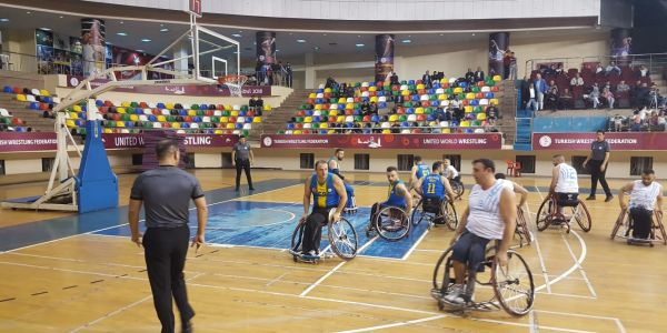 Engelli Basketbolcular Lige Galibiyetle Başladı