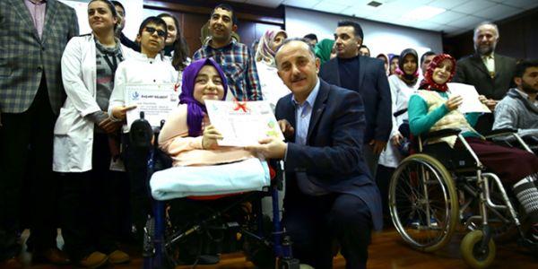 Engelli Kursiyerlerin Karne Heyecanı