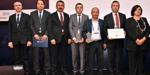 Idc Türkiye Kamu Teknolojileri Zirvesi'nden Bağcılar Belediyesi'ne Çifte Ödül