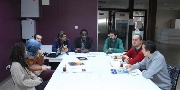 ''İngilizce ve Arapça Pratiği İçin Ücretsiz Dil Evi''