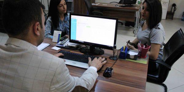 Kadınlar Hasta Kayıt, Erkekler Büro Memurluğu İstiyor