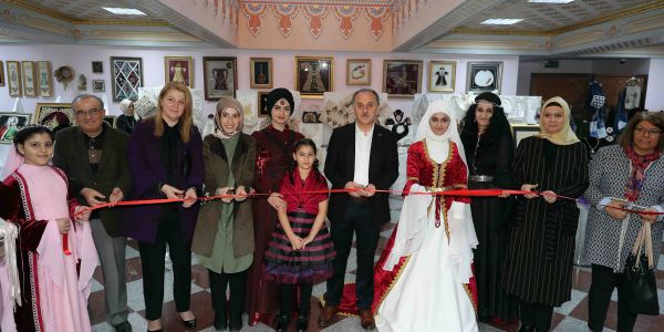 Muhtaç Çocuklar İçin Osmanlı Kıyafetleri Ve Takıları Sergisi Açıldı