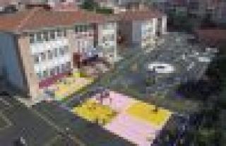 Bağcılar'da okul bahçeleri renkleniyor