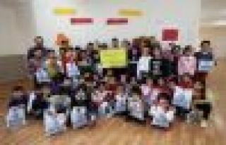 Bağcılarlı Çocuklardan Suriyeli Öğrencilere...